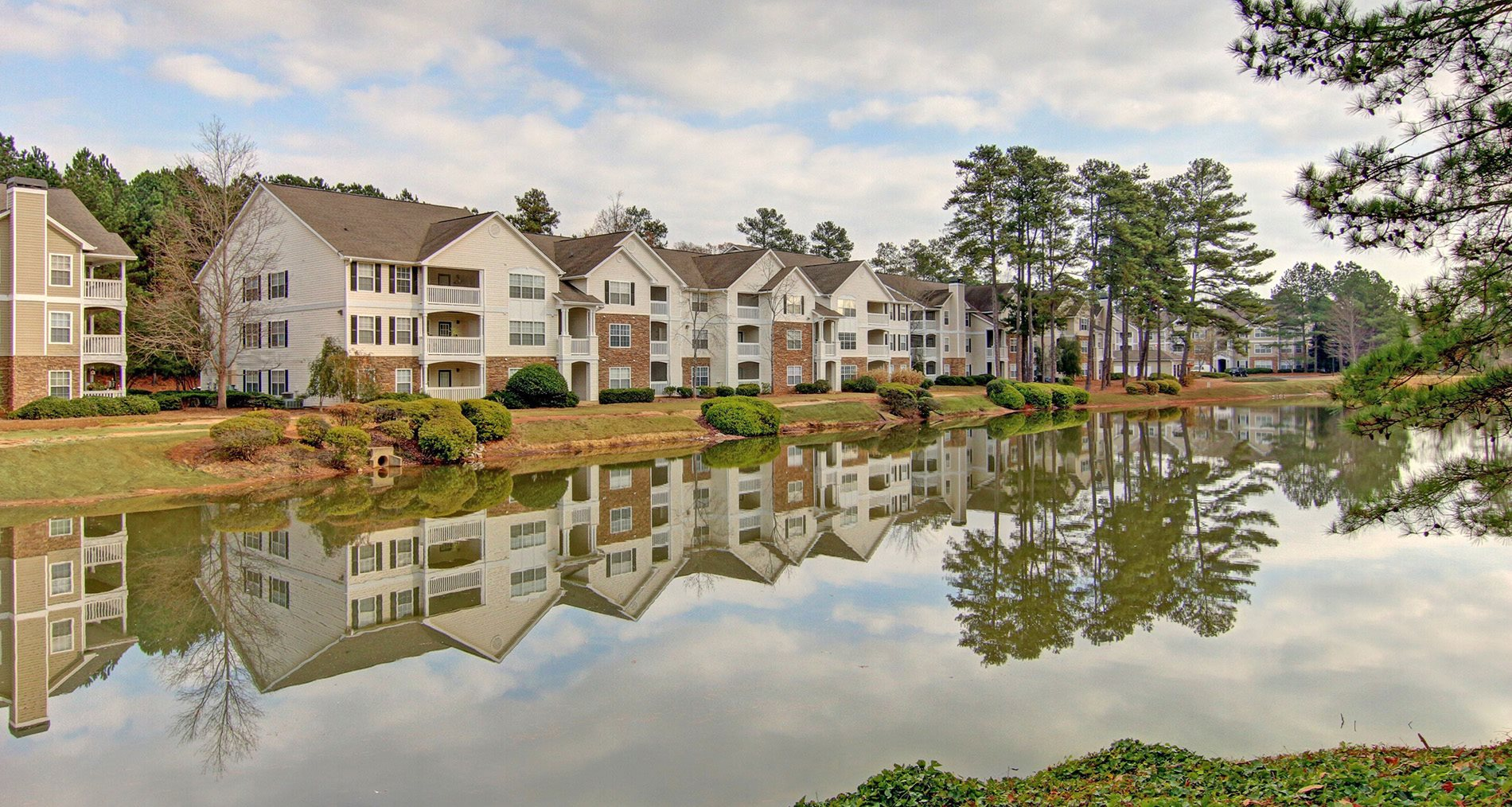 Lake at Brentwood Downs Apartment Homes in Lilburn, Georgia, GA