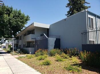 6740 Hayvenhurst Ave 3 Beds Apartment for Rent Photo Gallery 1
