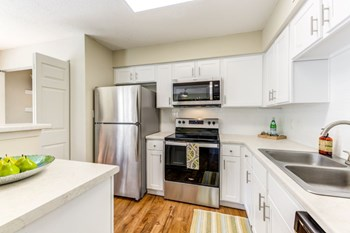 1833 Halstead Blvd. 1-2 Beds Apartment for Rent Photo Gallery 1