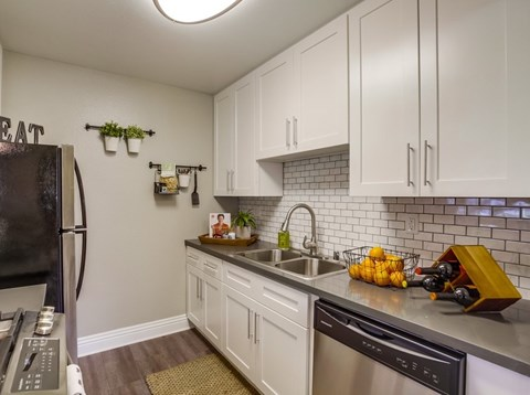 Vista Promenade Luxury Apartment Homes Furnished Apartment Kitchen