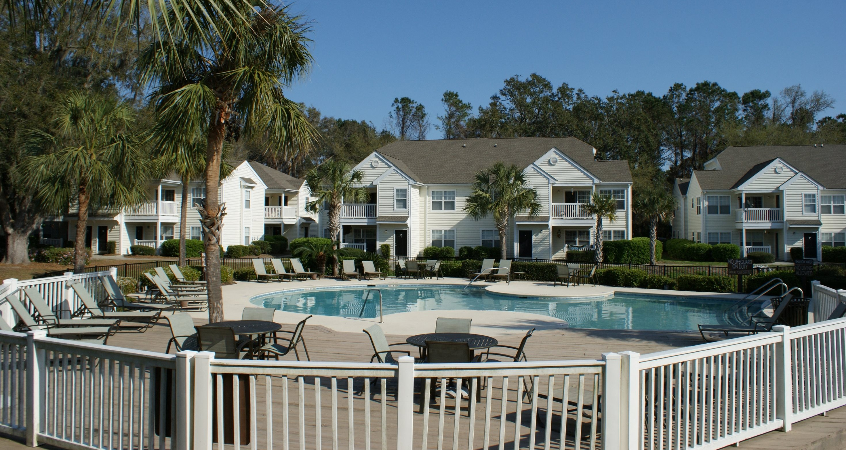 Apartments in bluffton sc the lakes at edgewater for The edgewater house