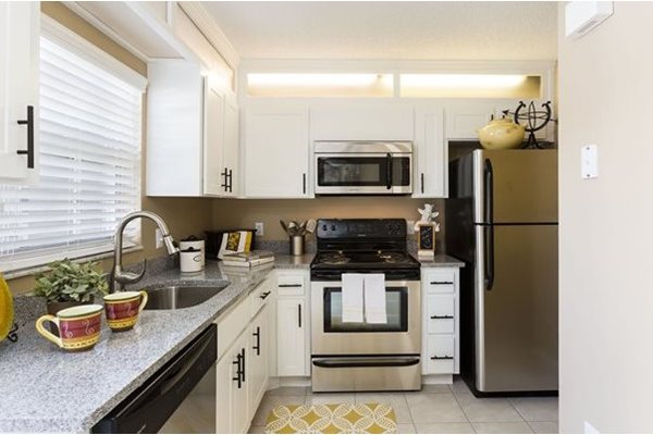 Veridian Townhomes apartments Melbourne, FL 32935 spacious kitchen