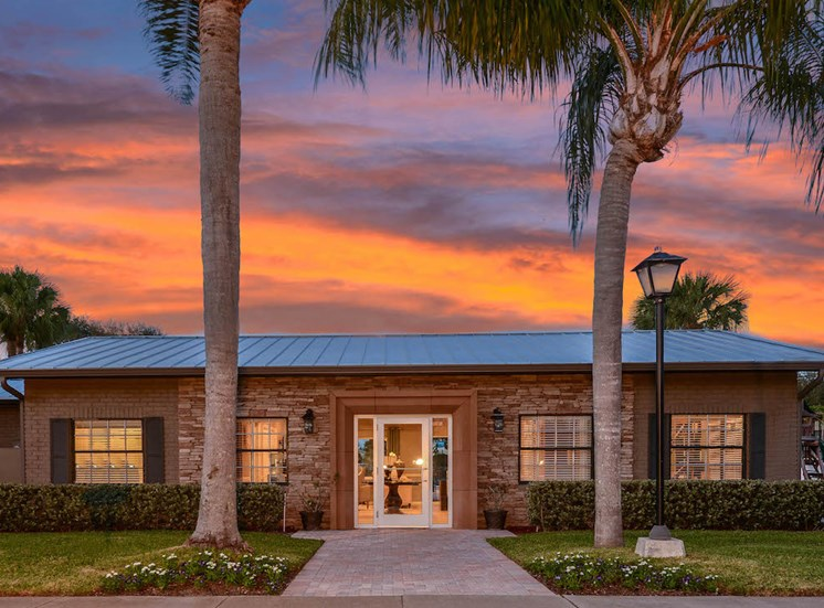 Veridian Townhomes apartments Melbourne, FL 32935 sunset clubhouse