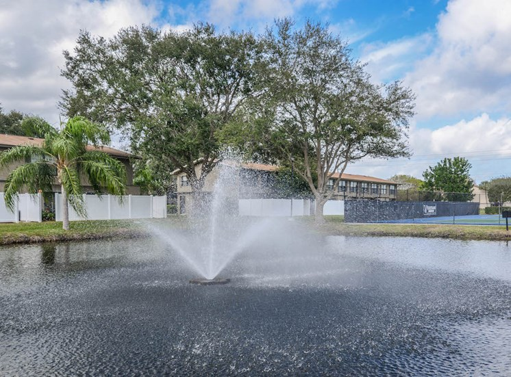 Veridian Townhomes apartments Melbourne, FL 32935 sparkling fountains
