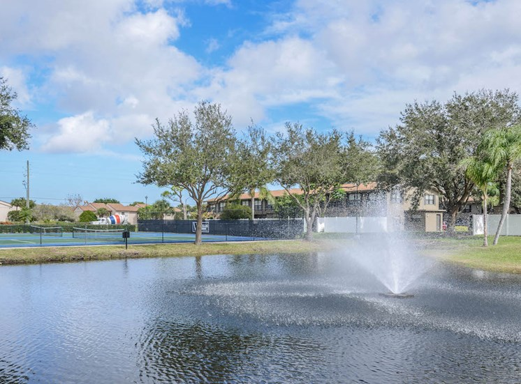 Veridian Townhomes apartments Melbourne, FL 32935 sparkling fountains in pond