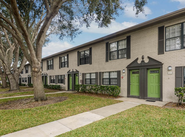 Veridian Townhomes apartments Melbourne, FL 32935 well-kept apartment homes