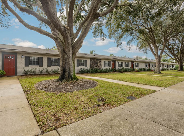 Veridian Townhomes apartments Melbourne, FL 32935 individual yards
