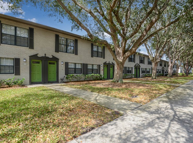 Veridian Townhomes apartments Melbourne, FL 32935 established landscaping