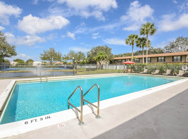 Veridian Townhomes apartments Melbourne, FL 32935 pool