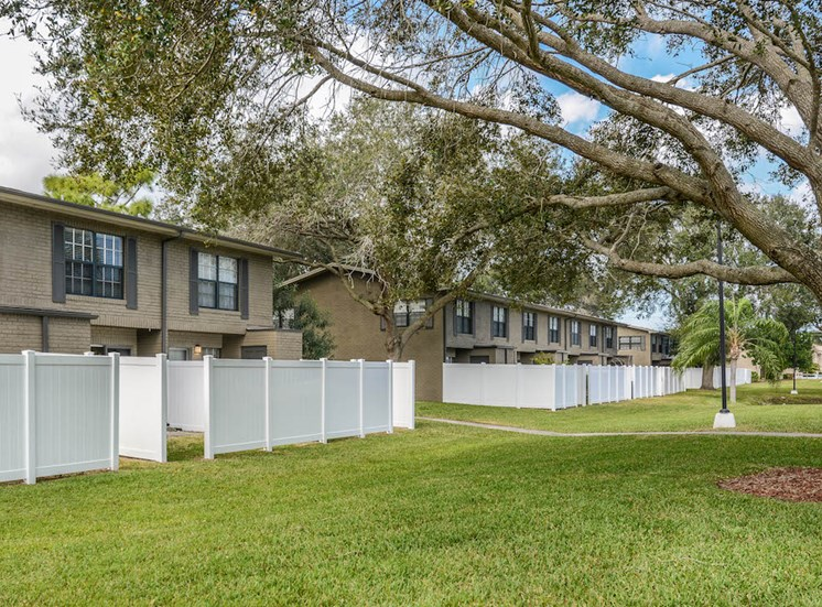 Veridian Townhomes apartments Melbourne, FL 32935 partially fenced yards