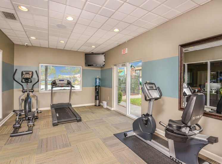 Veridian Townhomes apartments Melbourne, FL 32935 24-hour fitness center with cardio and strength equipment