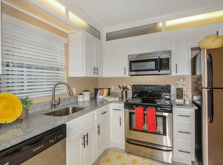 Veridian Townhomes apartments Melbourne, FL 32935 kitchen with stainless steel appliances