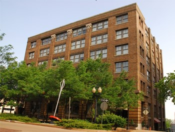 412 W. 8th Street 1-2 Beds Apartment for Rent Photo Gallery 1