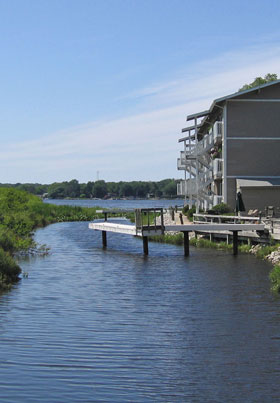 Apartments in Muskegon with access to Mona Lake