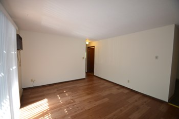 741 Oakland St. 2 Beds Apartment for Rent Photo Gallery 1