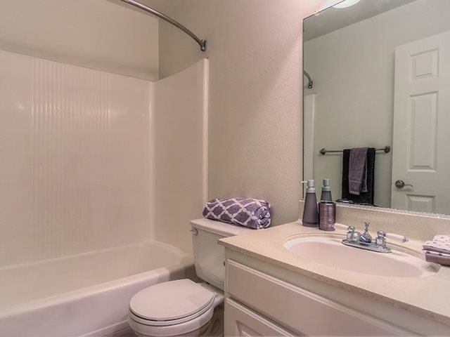 Spacious Bathrooms With Garden Tub at Sage Creek Apartment Homes, Simi Valley, 93063