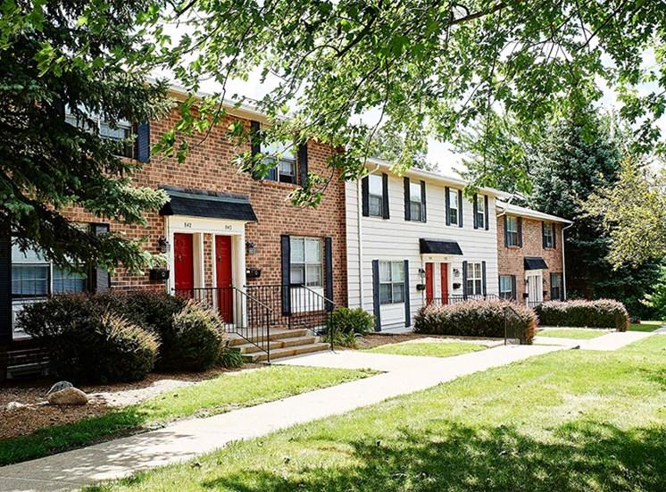 Exterior Apartment Building at Cambridge Square Grand Rapids