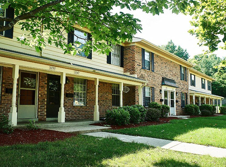 Exterior Townhome Building at Cambridge Square Greenwood