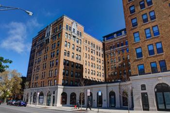 5009 North Sheridan Rd Studio-2 Beds Apartment for Rent Photo Gallery 1