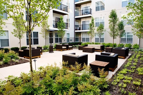 outdoor courtyard and lounge at Kenyon Square Apartments in Westerville, Columbus, OH