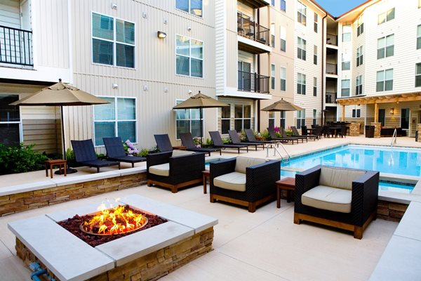 poolside fire pit at Kenyon Square Apartments in Westerville, Columbus, OH