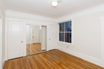 925 Geary Street Studio Apartment for Rent Photo Gallery 1