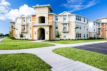 2596 Twin Drive 2-4 Beds Apartment for Rent Photo Gallery 1
