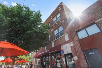5624-26 N. Broadway St, 3 Beds Apartment for Rent Photo Gallery 1