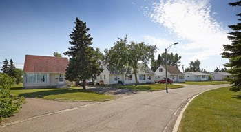 #736-14910 97A Street 2-4 Beds House for Rent Photo Gallery 1