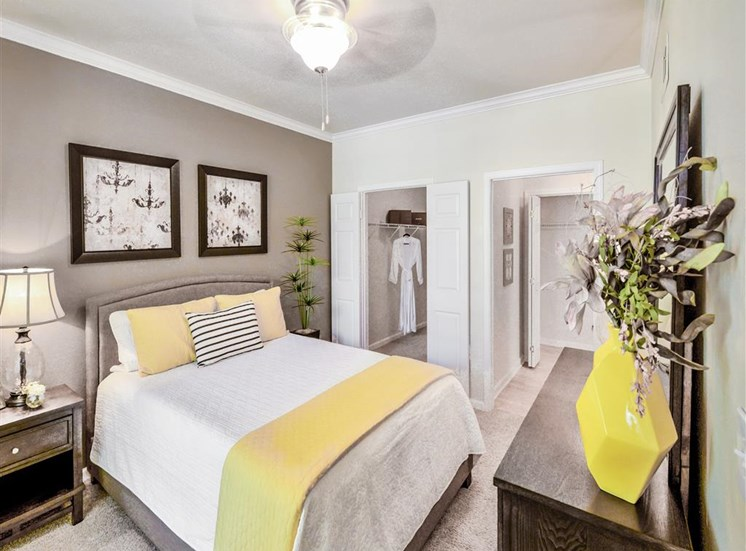 Walk in closets and en suites of Montfort Place in North Dallas, TX, For Rent. Now leasing 1 and 2 bedroom apartments.