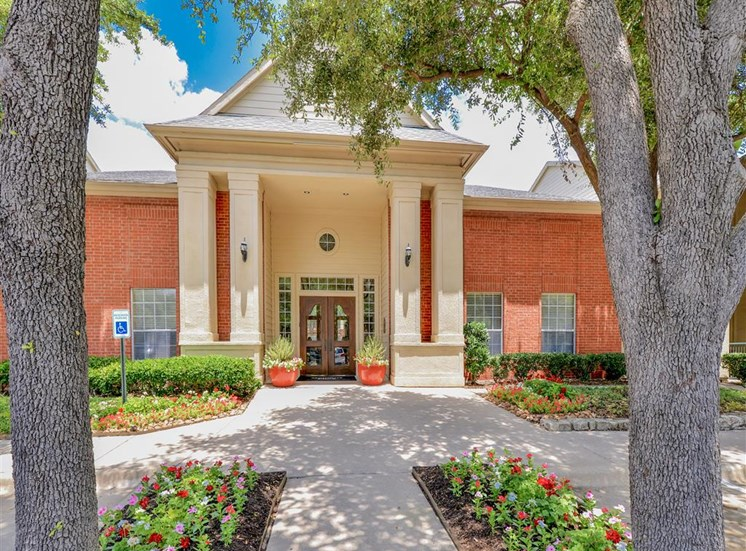 Lush entrance to Montfort Place in North Dallas, TX, For Rent. Now leasing 1 and 2 bedroom apartments.