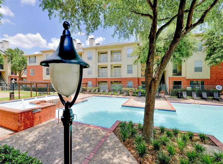 Resort style pool with hot tub at Montfort Place in North Dallas, TX, For Rent. Now leasing 1 and 2 bedroom apartments.