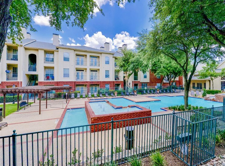 Hot tub and huge resort style pool at Montfort Place in North Dallas, TX, For Rent. Now leasing 1 and 2 bedroom apartments.