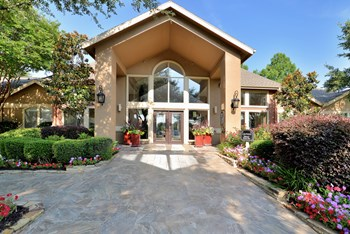 10501 North MacArthur Boulevard 1-2 Beds Apartment for Rent Photo Gallery 1