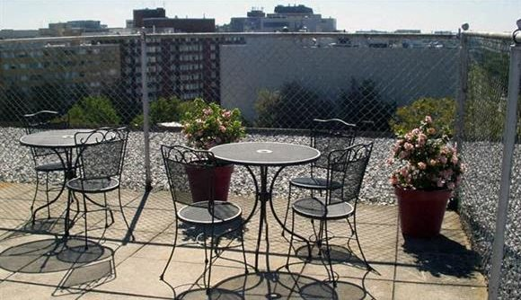 Rooftop Sundeck at The 925 Apartments, Washington, DC,20037