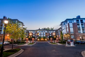 10101 Governor Warfield Parkway 1-2 Beds Apartment for Rent Photo Gallery 1