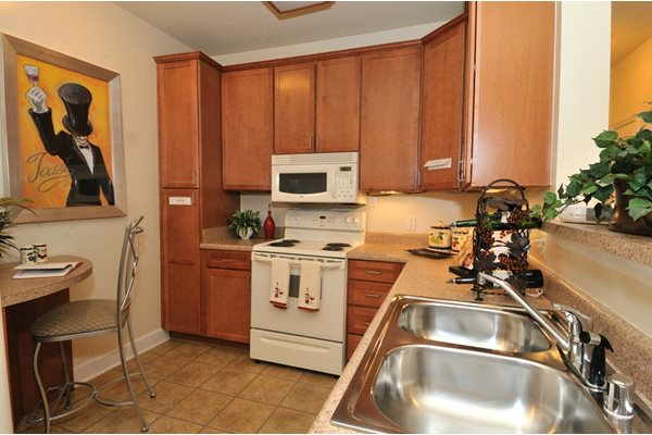 Spacious Kitchen with Breakfast Bar at The Marque at Heritage Hunt, Gainesville, VA,20155