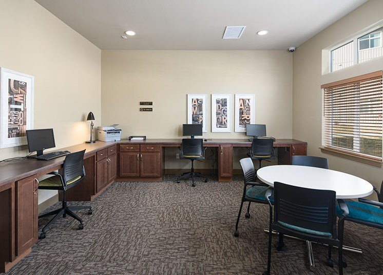Business center with computers Colorado Springs, CO Rentals | Copper Creek Apartments