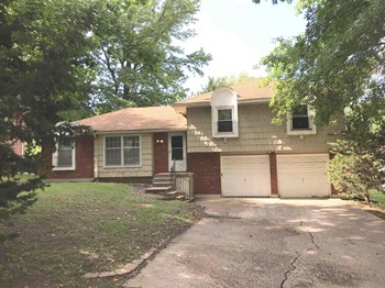 11706 E 56th Street 3 Beds House for Rent Photo Gallery 1