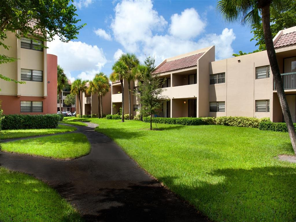 Graham Apartments Miami Lakes