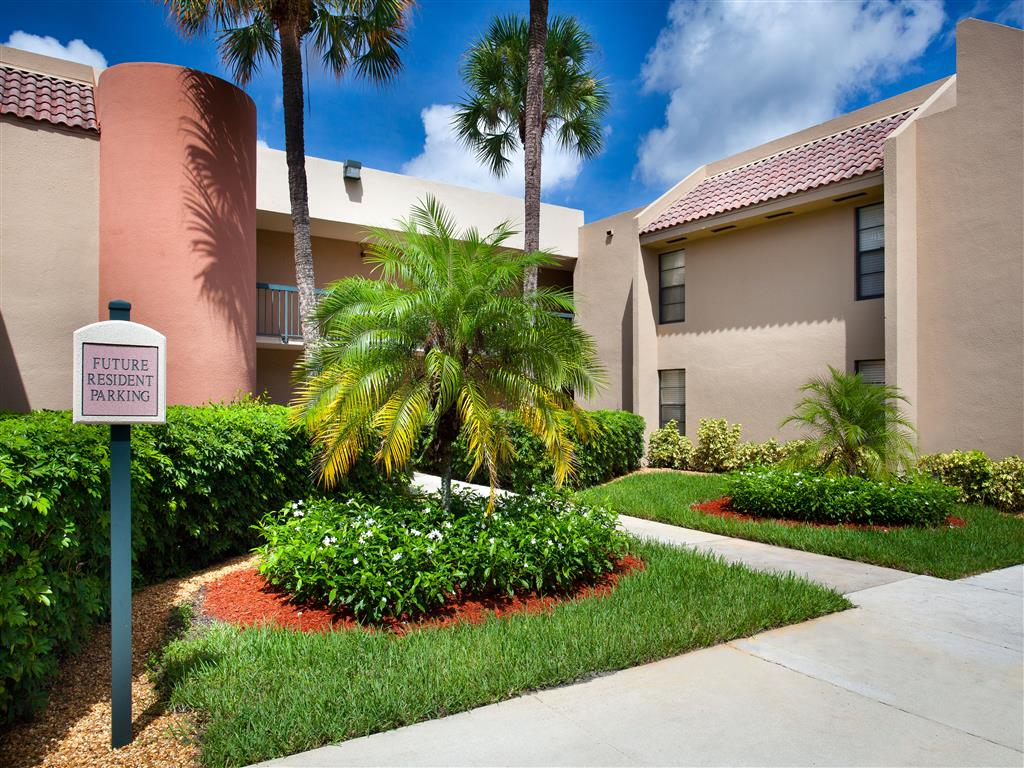 Meadow Walk Apartments | Apartments in Miami Lakes, FL