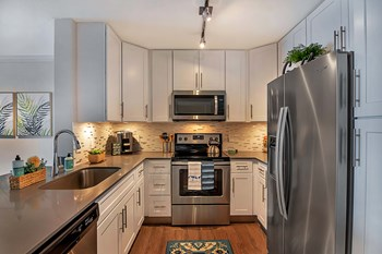 16185 NW 64th Ave 2 Beds Apartment for Rent Photo Gallery 1
