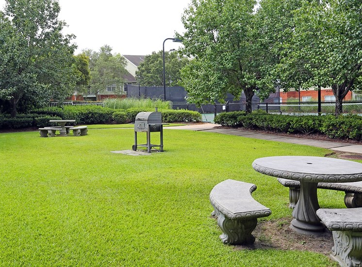 Governors Gate apartments BBQ and picnic area in Pensacola, Florida