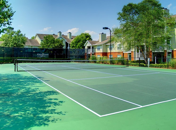 Governors Gate apartments tennis court in Pensacola, Florida