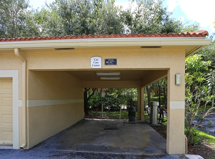 Woodbine apartments car care center in Riviera Beach, Florida