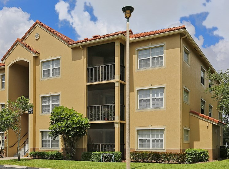 Woodbine apartment residences in Riviera Beach, Florida