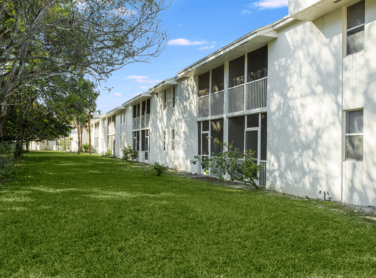 Blue Isle apartment residences in Coconut Creek, Florida
