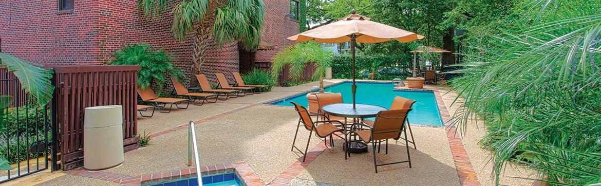 Apartments in New Orleans with courtyard pool, sun deck and Jacuzzi