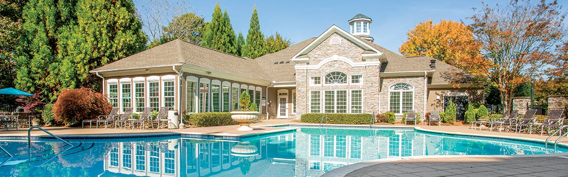 Apartments in Kennesaw with a large pool area