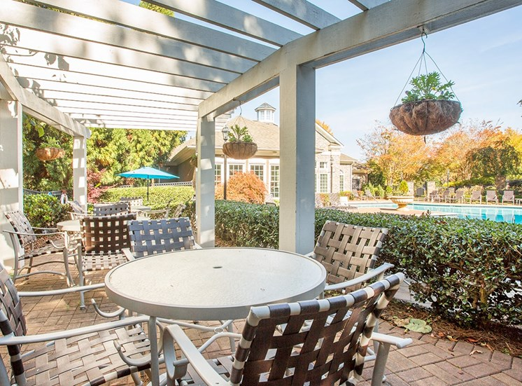 Barrett Walk Apartments poolside tables and seating in Kennesaw, GA